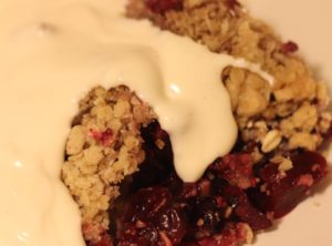 Apple and berry, fruit crumble